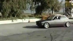 Дрифт - один водитель, две машины смотреть видео прикол - 1:02