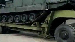 Погрузка военного вездехода смотреть видео прикол - 0:59