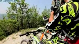 Смотреть Эндуро против велосипеда