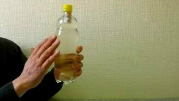 Смотреть Фокус с колпачком в бутылке