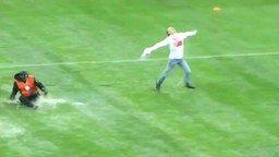 Футбольные фанаты - такие фанаты! смотреть видео прикол - 0:25