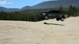 Смотреть Прыжок на авто через человека