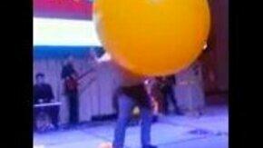 Смотреть Мужик в шаре