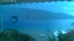 Молния ударила в море