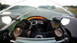 Смотреть 300 км/час на мотоцикле