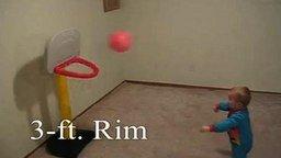 Смотреть Меткий малыш-баскетболист