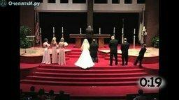 Смотреть Обычное поведение мужчин на свадьбе
