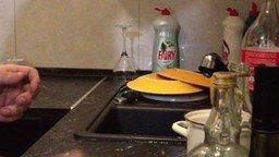 Как холостяк чистит яйцо смотреть видео прикол - 0:41