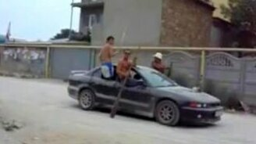 Смотреть Лодочники на машине