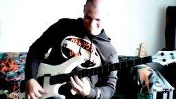 Смотреть Бас-гитарист виртуоз