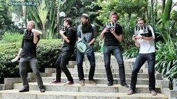Смотреть Бутылочная музыкальная группа