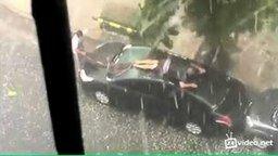 Защищает авто от града смотреть видео прикол - 1:23