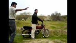 Вдесятером на мотоцикле смотреть видео прикол - 1:26