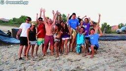 Смотреть Безумные летние прыжки в воду