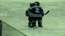 Смотреть Детская дружба на хоккейном поприще
