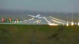 Посадка при боковом ветре смотреть видео прикол - 1:06
