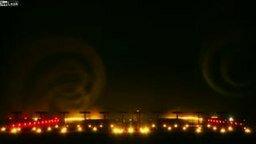 Смотреть Посадка самолёта туманной ночью