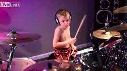 Смотреть Способный 6-летний барабанщик