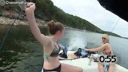 Смотреть Люди выпадают из лодок