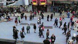 Первоапрельский розыгрыш-флешмоб на улице смотреть видео прикол - 1:57