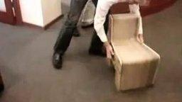 Невероятный раскладной стул смотреть видео прикол - 1:36