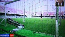 Футболист против вратаря-робота смотреть видео - 5:36