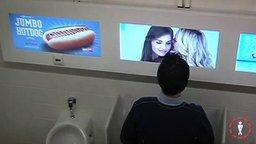 Провокационный розыгрыш в мужском туалете