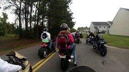 Каково ездить на одноместном мотоцикле вдвоём смотреть видео прикол - 1:20