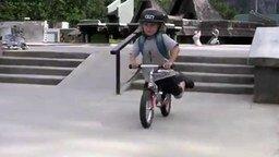 Смотреть Маленький вело трюкач