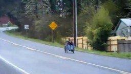 Смотреть Гонка на инвалидной коляске