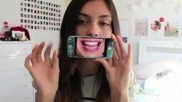 Эмоциональная девушка со смартфоном смотреть видео прикол - 0:46