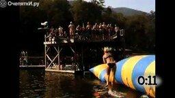 Смотреть Захватывающие прыжки в воду