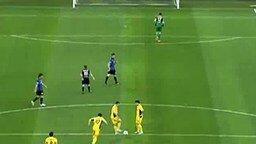 Вратарь зазевался смотреть видео - 0:14