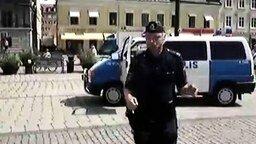 Полиция танцует смотреть видео прикол - 0:45