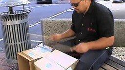 Поразительный уличный барабанщик смотреть видео - 2:45