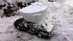 Смотреть Как на севере откапывают машины
