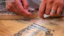 Смотреть Необычная игра на пианино