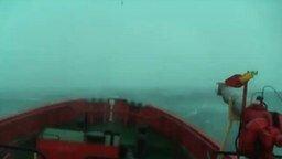 Сильнейший шторм в океане смотреть видео - 4:08