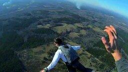 Смотреть Захватывающий прыжок с высоты