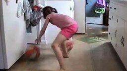 Девочка - будущая баскетболистка смотреть видео прикол - 2:11