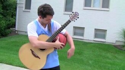 Гитарист с баскетбольным мячом смотреть видео - 0:53