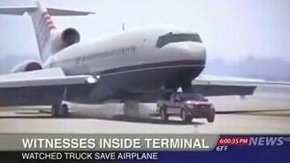Смотреть Вынужденная посадка самолёта на пикап