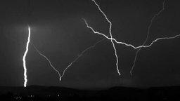 Молния ударяет вверх смотреть видео - 1:32