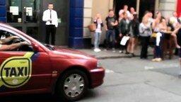 Смотреть Произвольный танец от таксиста
