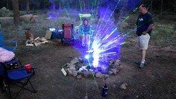Смотреть Удивительное трёхмерное отражение лазера