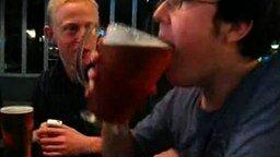 Смотреть Два литра пива за 5 секунд