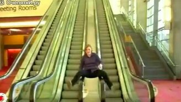 Смотреть Безумцы на эскалаторе