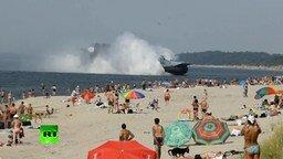Смотреть Десантный корабль на пляже
