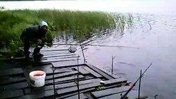 Смотреть Неумеха рыбак