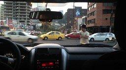 Уличный маг с шаром смотреть видео - 0:44